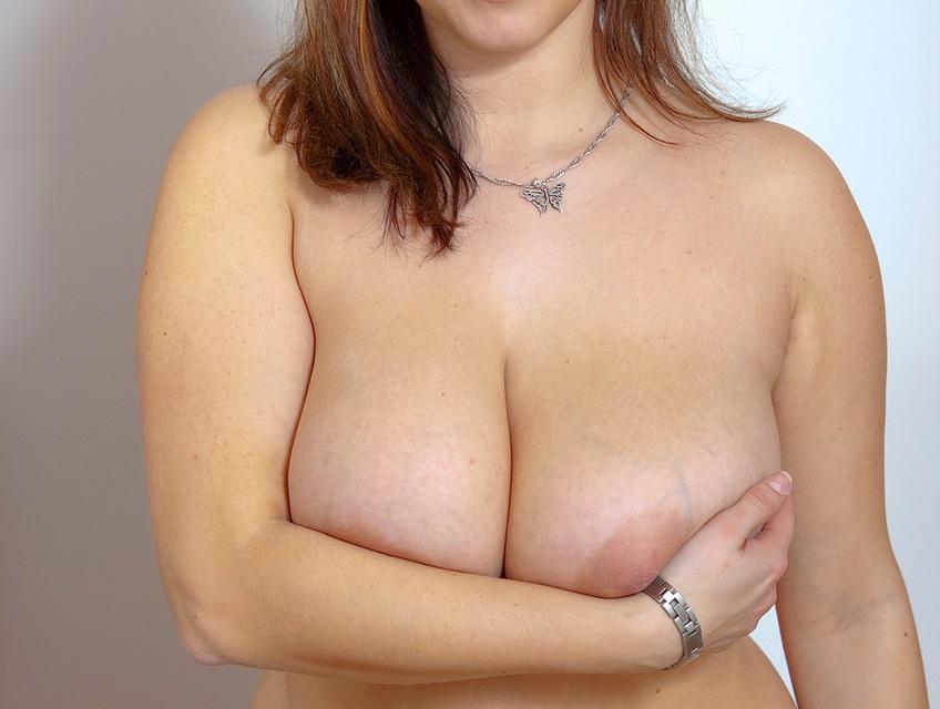 33χρονη Ελληνίδα με πολύ πλούσιο φυσικό στήθος